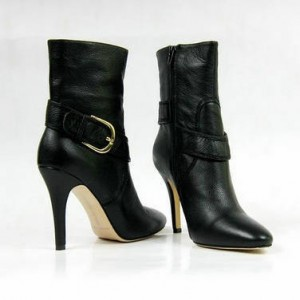 every_girl_needs_one_of_these_five_cheap_designer_shoes_for_winter_14